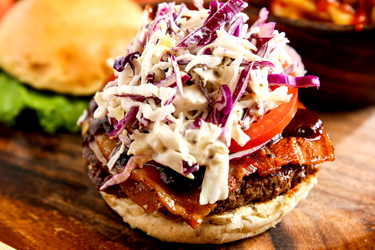 台北美式漢堡餐廳推薦,KGB(Kiwi Gourmet Burgers)紐西蘭風味漢堡BBQ牛肉培根切達起司