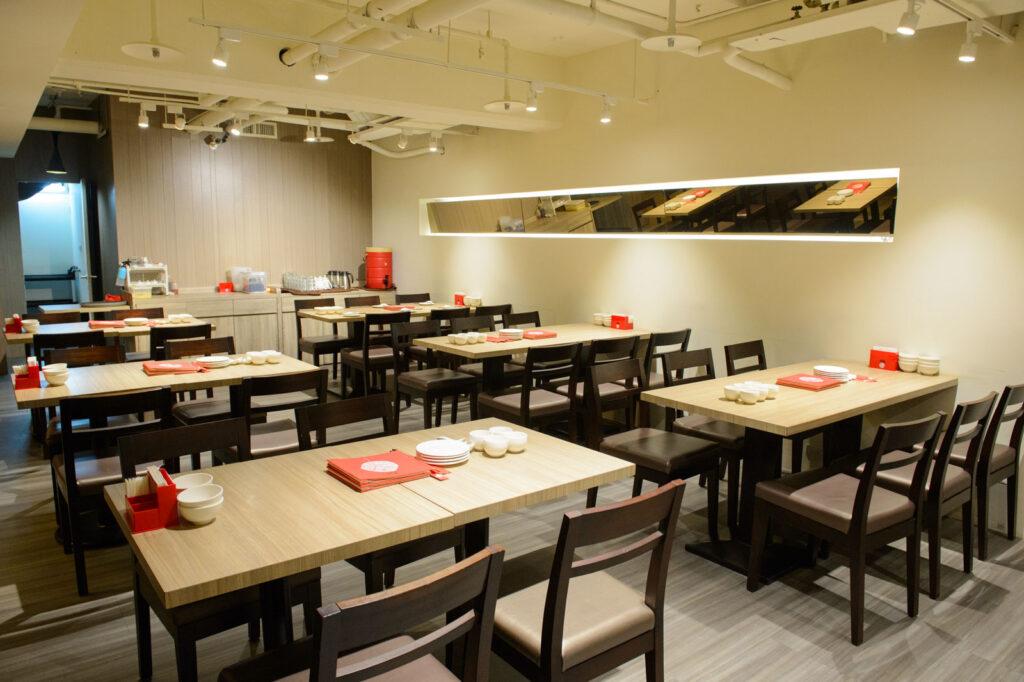 台北學生情侶約會餐廳推薦,十里安手麵用餐區