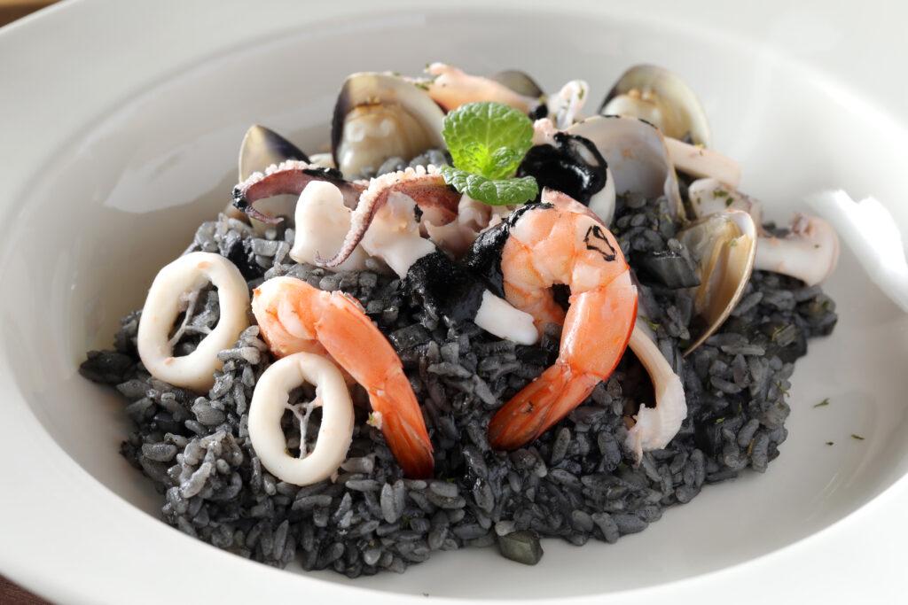 台北學生情侶約會餐廳推薦,榕屋 Pasta海鮮墨魚燉飯