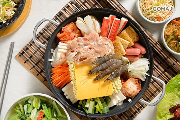 韓國男女老少都愛不釋口的,就是部隊鍋這一味啦