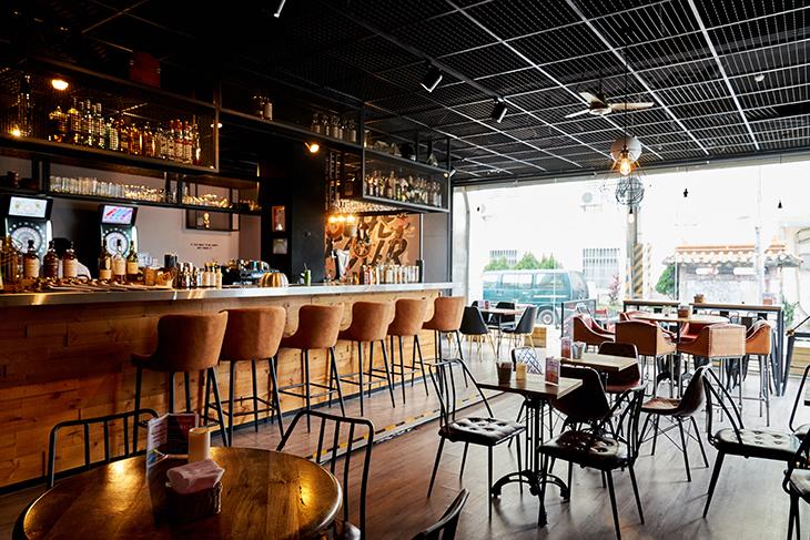台北學生情侶約會餐廳推薦,THE FOUR用餐區吧檯