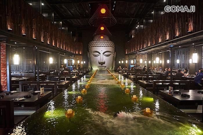 天水玥秘境鍋物殿一進大門,眼前巨大、壯麗的佛祖雕像,讓人驚豔