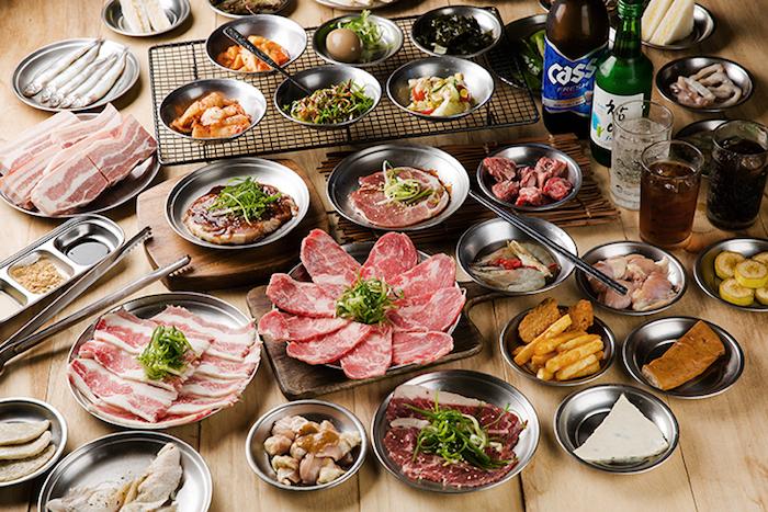 五花肉.KR燒肉提供多樣化的肉品、海鮮和小菜,想吃什麼就吃什麼