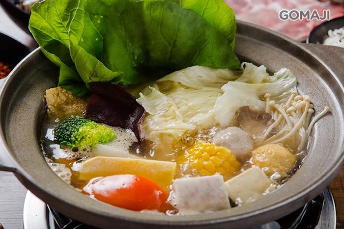 嚴選新鮮肉品新鮮海鮮、用心調配熬製的獨門湯頭