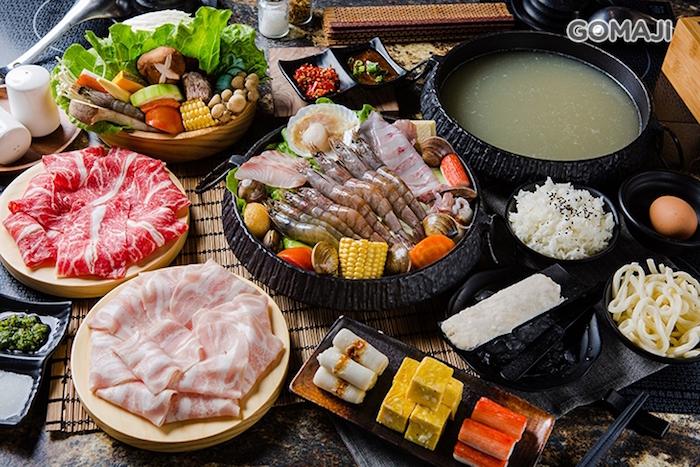 提供石頭火鍋料理、海鮮燒鍋、壽喜燒等豐富美味