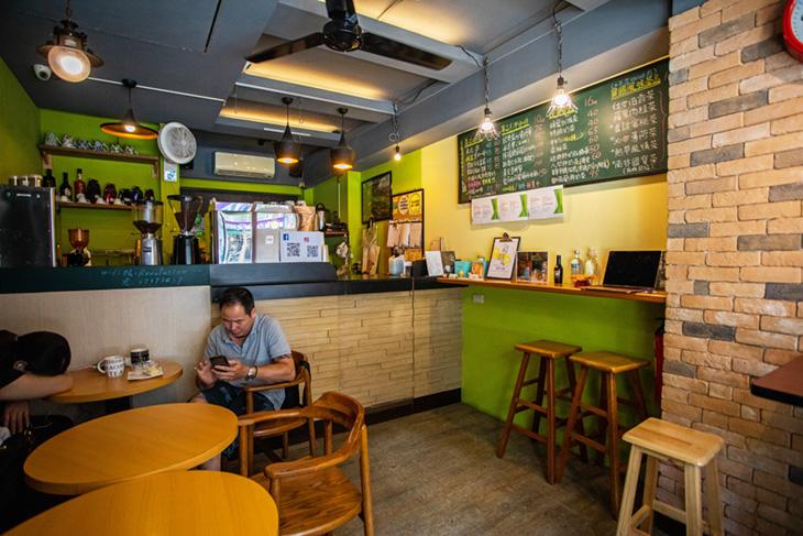 人間革命咖啡館擺設