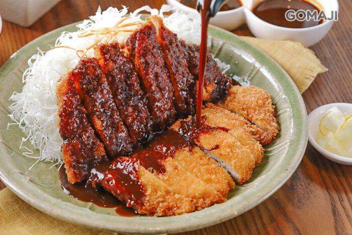 矢場味噌豬排招牌雙醬,醬汁可是來自日本名古屋延續70年的好味道