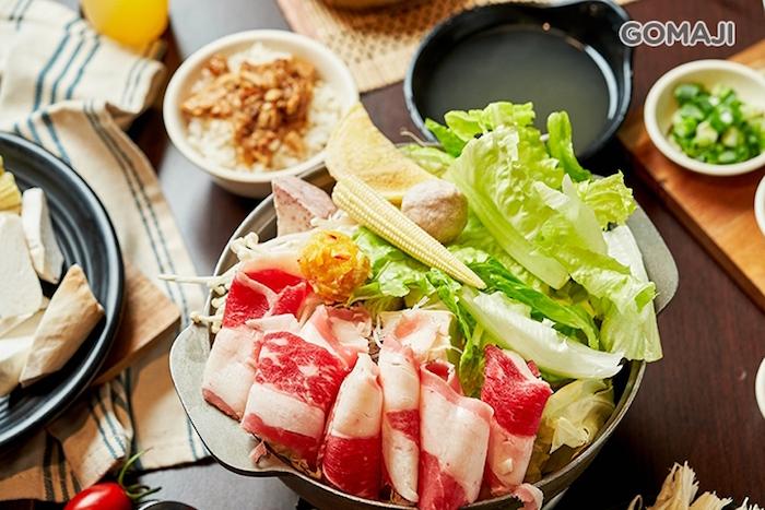 經典不敗 - 甘醇原味鍋,色清味醇的原味湯底,搭配豐富的新鮮配料,讓人一吃便深深愛上!