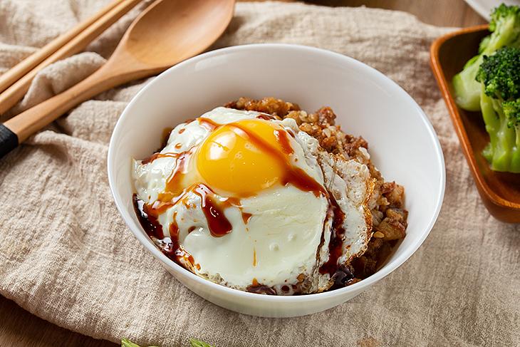 新店早午餐 推薦:穀磨粒早午餐的滷肉飯加蛋