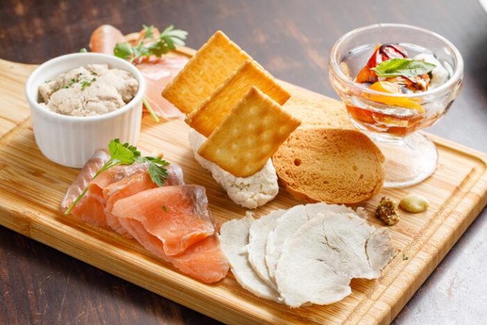 林口三井美食 推薦:JAPOLI三井outlet店的燻鮭魚前菜組合