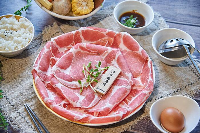 泰山汕頭火鍋 :丹麥梅花豬肉盤